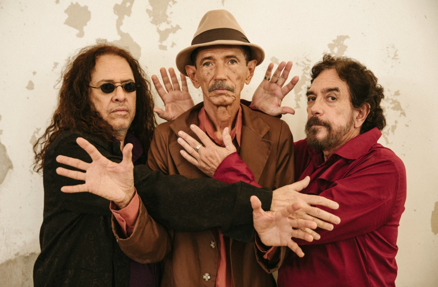 Ave Sangria: baú dos anos 1970 aberto no novo disco