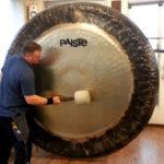 Como tocar um gongo de 80 polegadas usado na música clássica