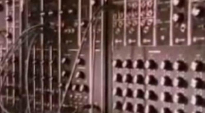 Um curta sobre música eletrônica com trilha sonora de filme de terror