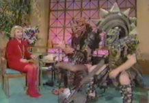 Joan Rivers se acabando de tanto rir com o GWAR