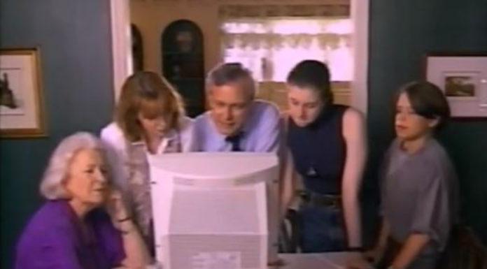 Um vídeo de 1995 explicando como entrar na internet