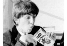 Quando George Harrison pediu para as fãs pararem de jogar Jelly Beans nele
