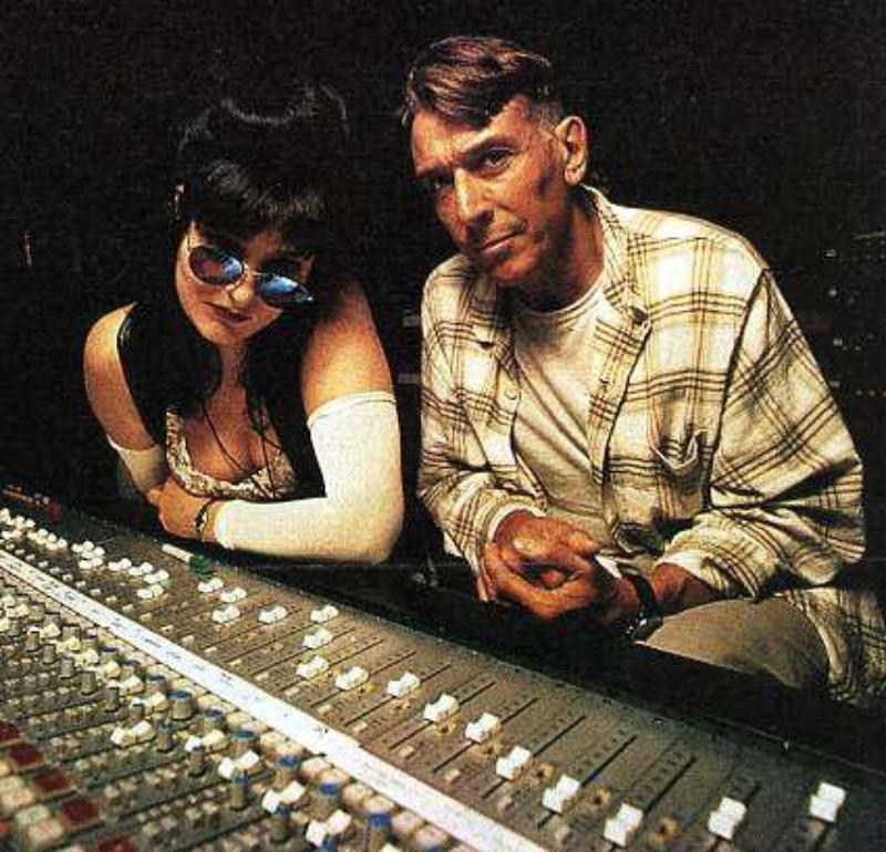 "Siouxsie e John Cale mandando bala em ""Venus in furs"", do Velvet Underground"