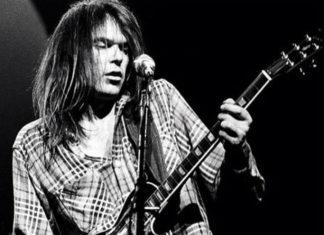 Neil Young ensinando seus fãs a fazer comida usando maconha