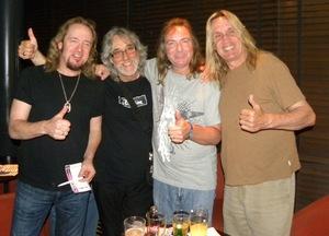 Quando Gordon Giltrap deu emprego a Nicko McBrain e acabou inspirando o logotipo do Iron Maiden