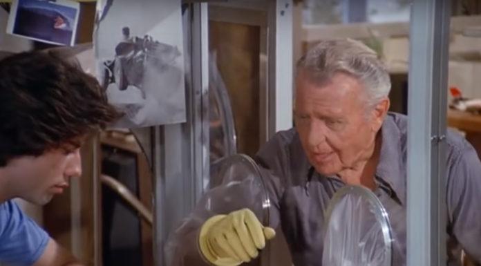 """E aí, será que é a hora de relembrarmos """"O menino da bolha de plástico""""?"""