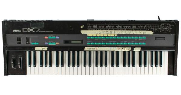 """Tão leiloando o sintetizador que Prince tocou em """"Purple rain"""""""