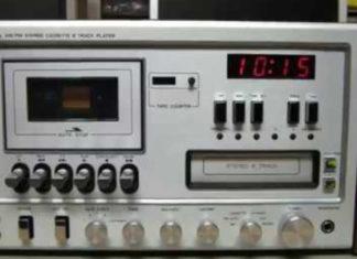 Quatro em um: rádio, relógio, fita de 8 pistas e K7 num aparelho só