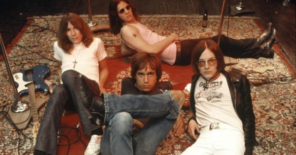 Integrantes de Sonic Youth e Mudhoney tocando Fun House, dos Stooges