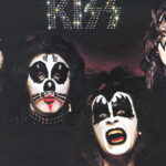 A polêmica da capa do primeiro disco do Kiss