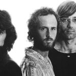 The Doors cantando Love Me Two Times sem Jim Morrison: aprovado?
