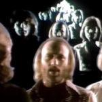 """Bee Gees: psicodelia para caretas no clipe de """"Stayin' alive"""""""