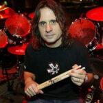 Roubaram as baterias do Dave Lombardo