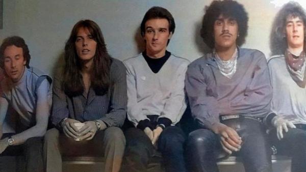 Punk e synthpop invadindo o hard rock: Midge Ure no Thin Lizzy